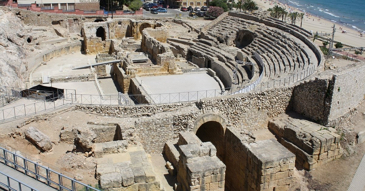 A Gallery of 12 Roman Amphitheatres