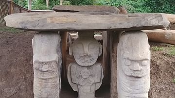 Funerary Statues at Mesita B
