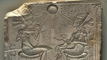 Akhenaten, Nefertiti, & Their Three Daughters