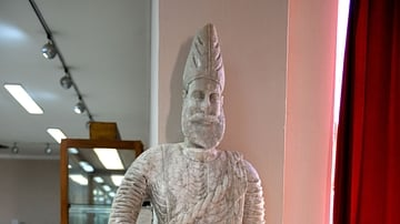 Statue of Priest Bano Abdo from Hatra