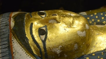 Detail of the wooden coffin's lid of the lady Tenddinebu