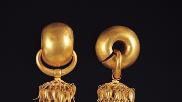 Silla Gold Earrings, National Treasure 52
