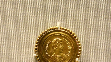 Brooch with Coin of Emperor Honorius