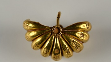 A Gold Earring from Ur III [Reverse View]