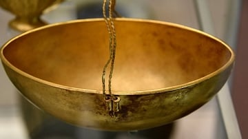 Oval Gold Bowl with a Wire Handle from Ur