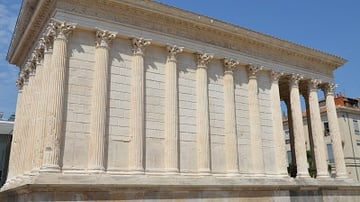 Maison Carrée, Side View