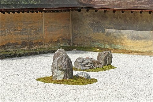 Detail, Ryoanji Zen Rock Garden (by Jean-Pierre Dalbéra, CC BY)