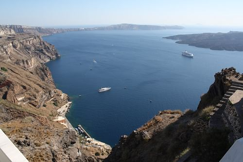 Volcanic Crater of Thera (Santorini) (by )