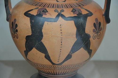 Amphora showing a boxing contest