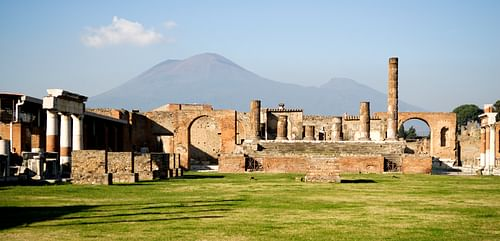 Pompeii and Mt. Vesuivus (by mchen007, Copyright)