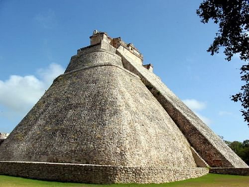 Pyramid of the Magician, Uxmal (by Sybz, CC BY-SA)