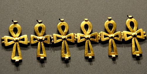 Chain of Ankhs (by Osama Shukir Muhammed Amin, CC BY-NC-SA)