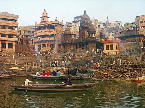 Manikarnika Cremation Ghat, The Ganges (by Dennis Jarvis, CC BY-SA)