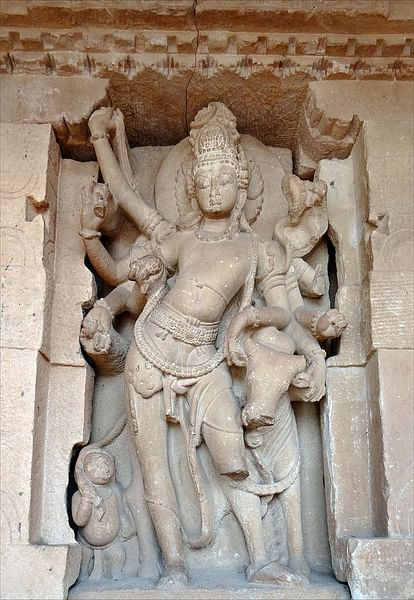 Shiva with Nandi, Aihole (by Jean-Pierre Dalbera, CC BY)