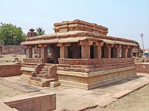 Gaudargudi Temple, Aihole (by Jean-Pierre Dalbera, CC BY)