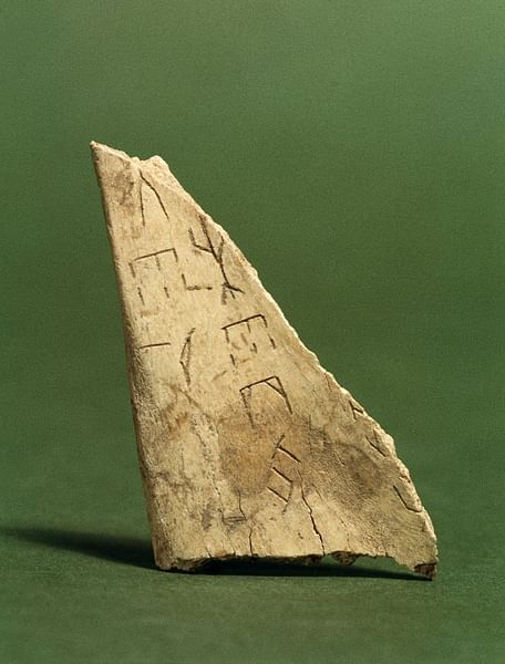 how are oracle bones related to chinese characters