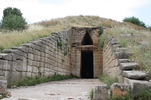 the palace and grave circle a mycenae