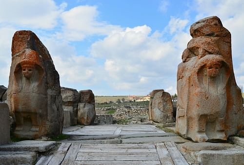 The Sphinx Gate, Alacahöyük (Hittite settlement) (by Carole Raddato)