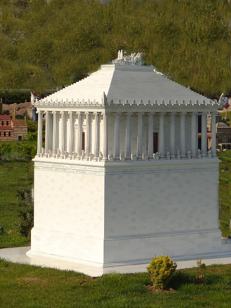 Model of the Mausoleum at Halicarnassus (by ZeePrime)