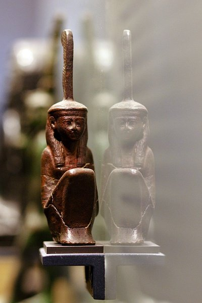 Ma'at Figurine, Louvre (by Jacques Pasqueille, CC BY-NC-ND)