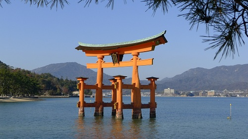 Torri, Itsukushima Shrine (by Oriolus)
