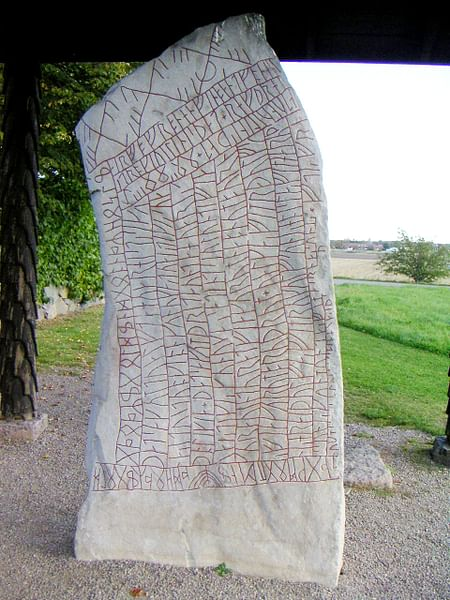 Rök Runestone (por Bengt Olof ÅRADSSON)