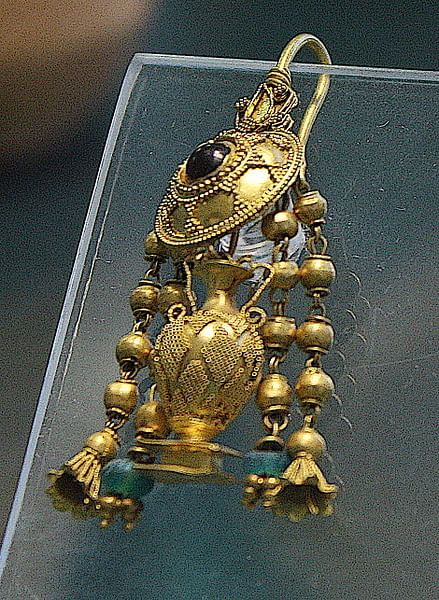 Gold Filigree Earring, Herakleia
