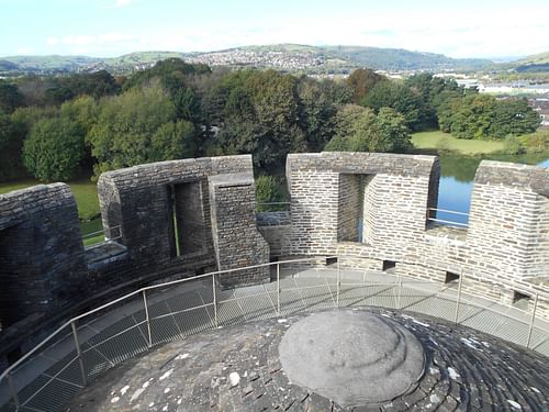 Merlons and Crenets, Caerphilly Castle