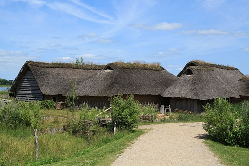 Reconstructed Viking Houses at Hedeby (by Frank Vincentz, GNU FDL)