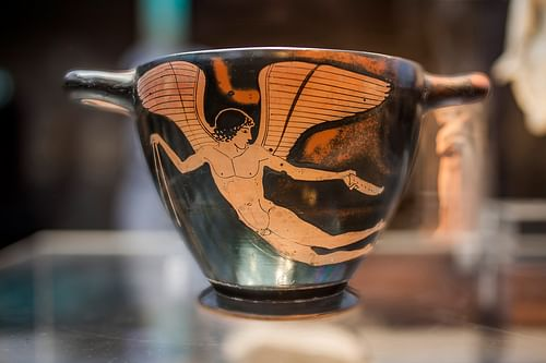 Red-Figure Cup with Eros Figure (by Ruedi Habegger, Copyright)