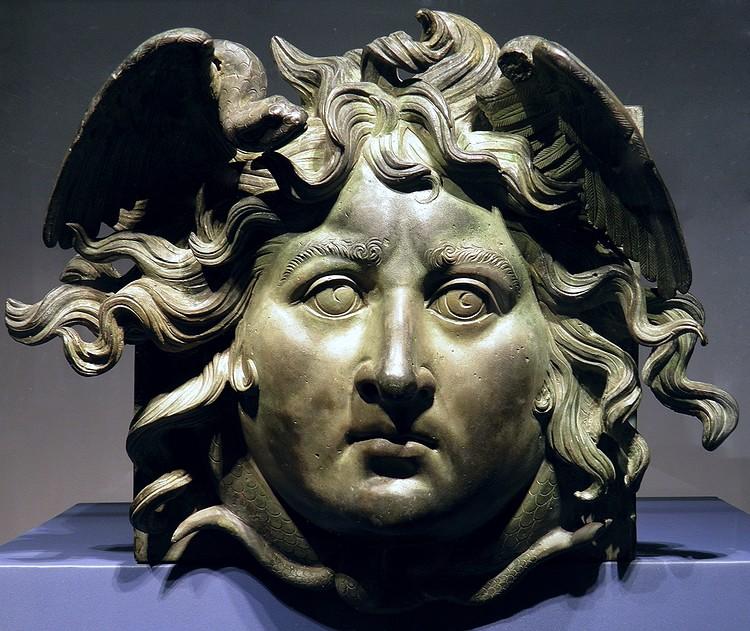 Cabeça de bronze de Medusa ()