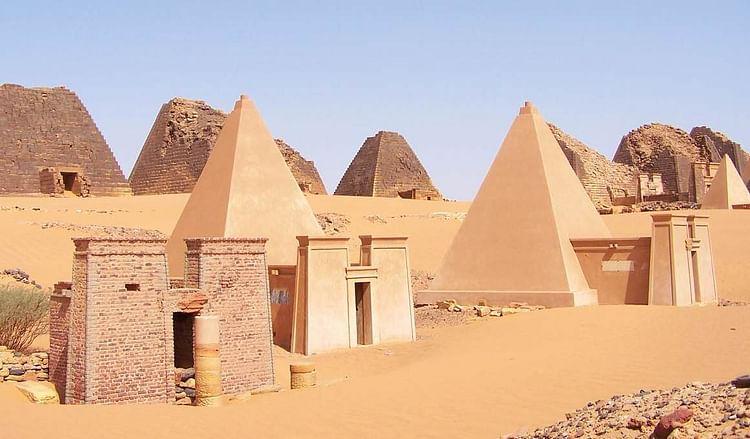 Reconstrucción de las pirámides de Meroe (Fabrizio Demartis)