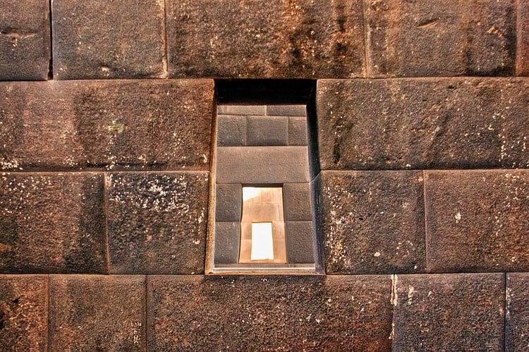 Ventanas trapezoidales incas (Pedro Szekely)