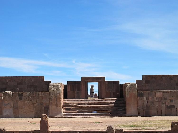 Entrada de Kalasasaya, Tiwanaku (Flickruser: mishmoshimoshi)