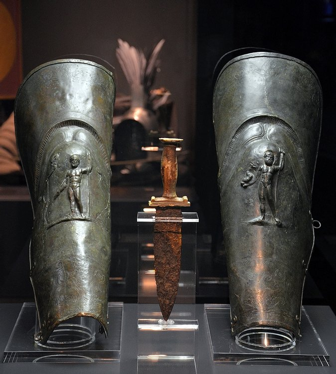Gladiator dagger and greaves