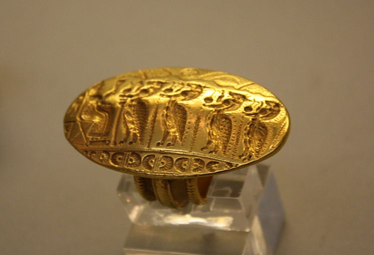 Mycenaean Engraved Gold Ring