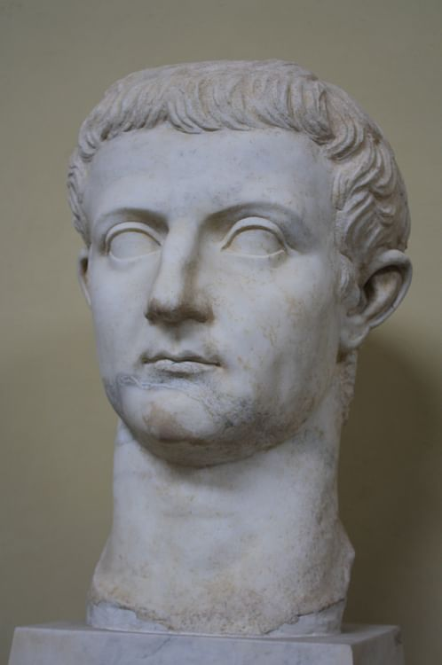 role of tiberius gracchus in roman Tiberius gracchus (latin: ti sempronivs ti f p n graccvs born c 169-164 - c 133 bc) was the son of sempronius gracchus and also was roman popularis politician of the 2nd century bc, together with caius gracchus, one of the gracchi brothers.