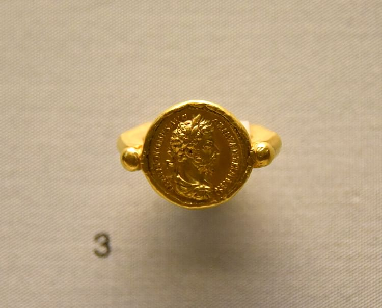 Gold ring with Coin of Emperor Marcus Aurelius