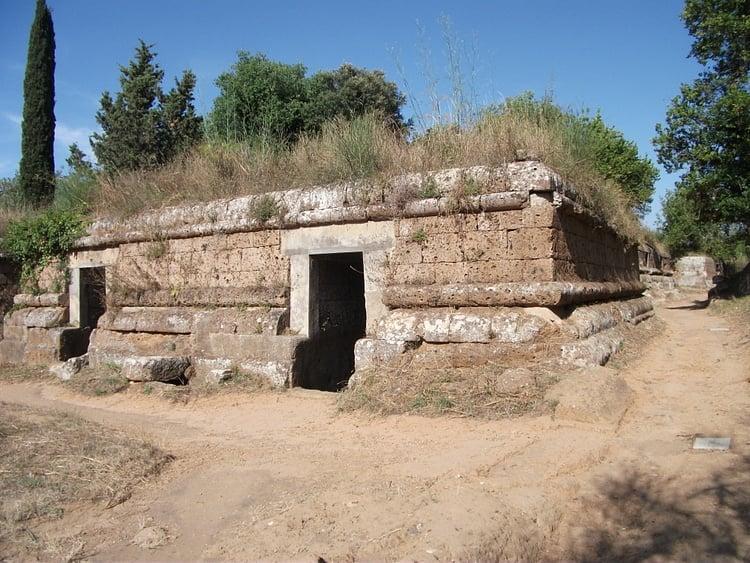 Tumba cuadrada etrusca, Cerveteri (Johnbod)