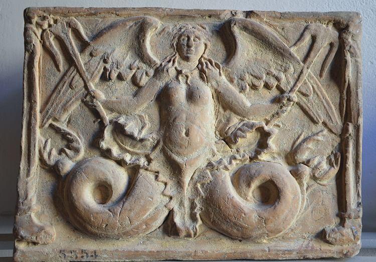 Tritón, Urna funeraria etrusca (Carole Raddato)