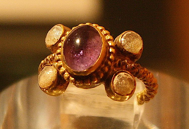 Amethyst Ring, Venusia