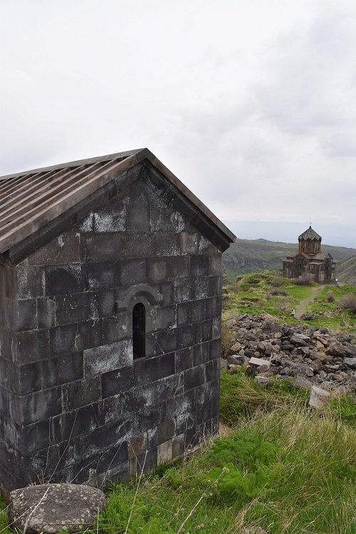 Ruined Bathhouse and Vahramashen Church