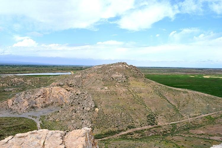 Hills of Ancient Artashat ()