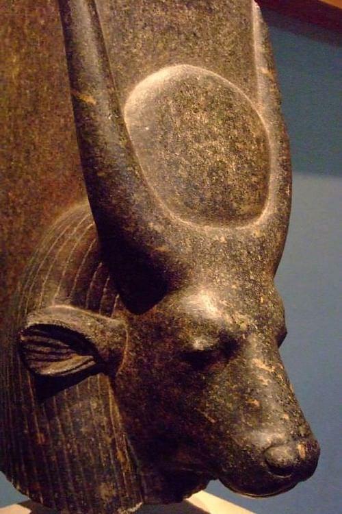 Hathor (Mary Harrsch (fotografiada en el Museo Metropolitano de Arte))