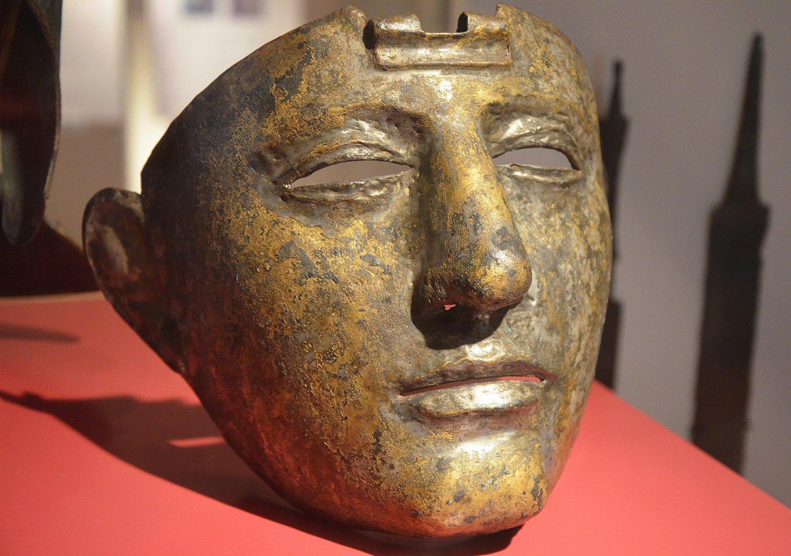 Cavalry Face-Mask Helmet (Illustration) - Ancient History
