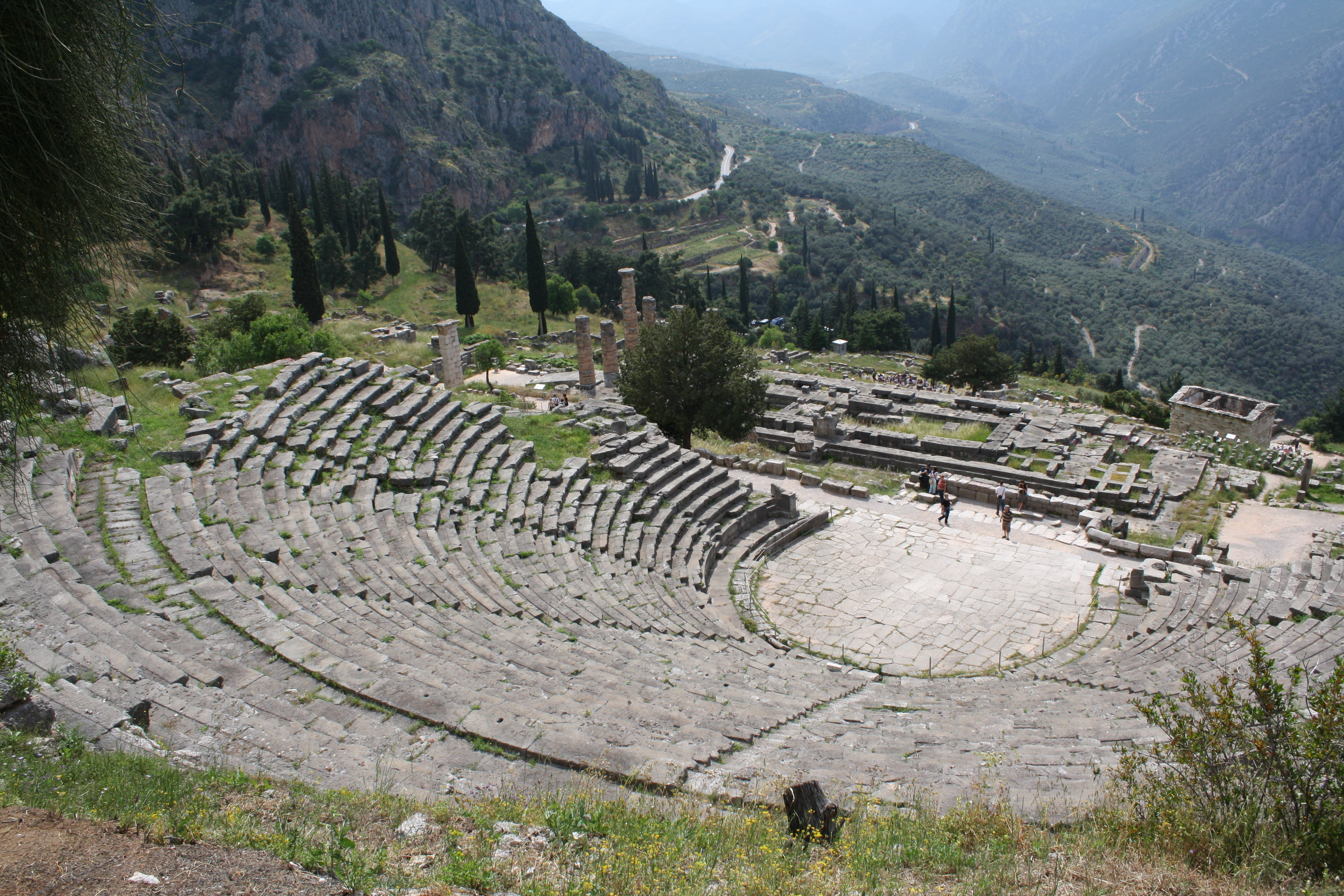 greek theatre history The cult ceremonies of the fertility and wine god dionysus are directly connected to the origins of the greek theatre these performances included female devotees who danced themselves into a state of trance besides dancing, they also ripped apart and devoured the raw flesh of sacrificial animals.