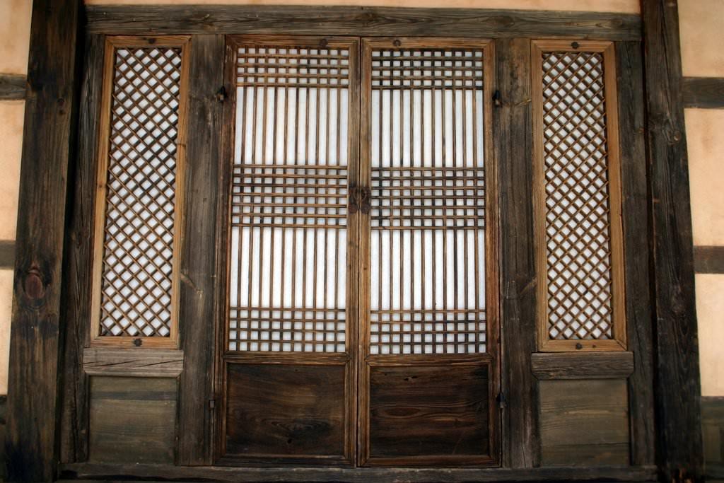 Traditional door and windows of a Korean hanok house using hanji paper. Andong City Gyeongsangbuk-do South Korea & Korean Hanji Paper Doors (Illustration) - Ancient History Encyclopedia