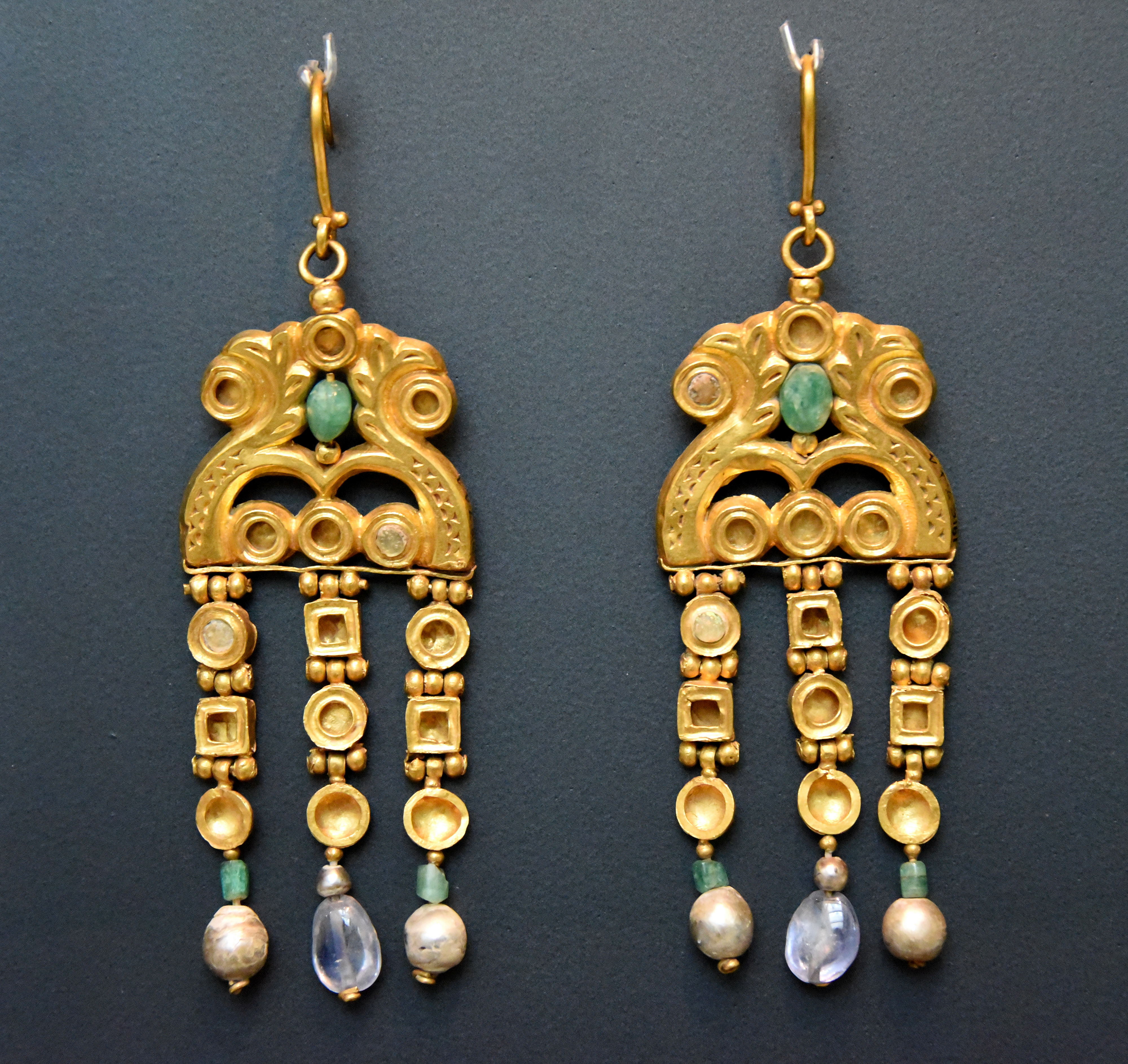 These Earrings Show The Skill And Quality Achieved By Byzantine Jewellers They Come From A Treasure Of 36 Pieces Found In Egypt Is Shared