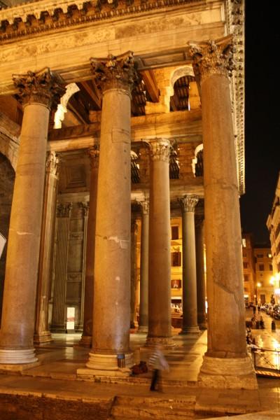 Pórtico, Panteón
