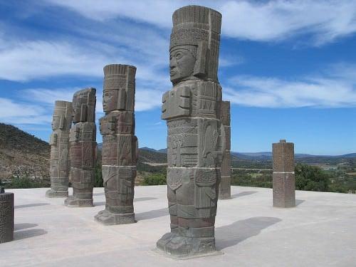 Columnas guerreras toltecas